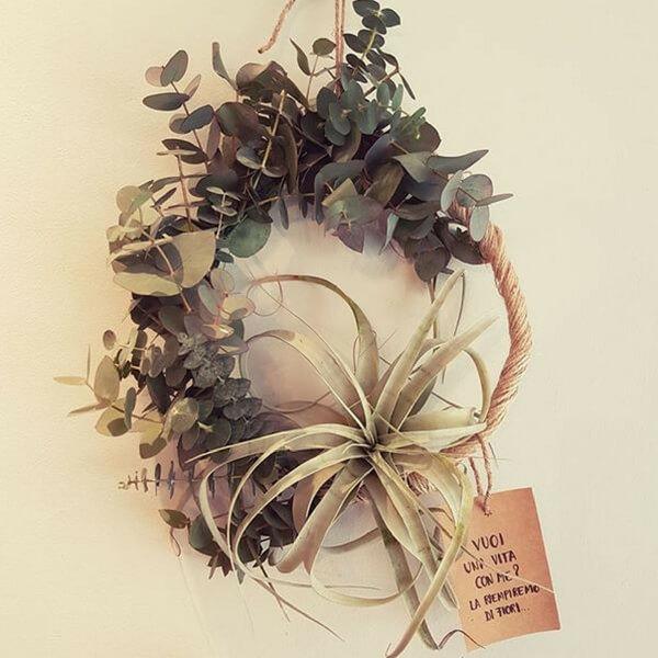 Ghirlanda di eucaliptio e tillanzia tillandsia