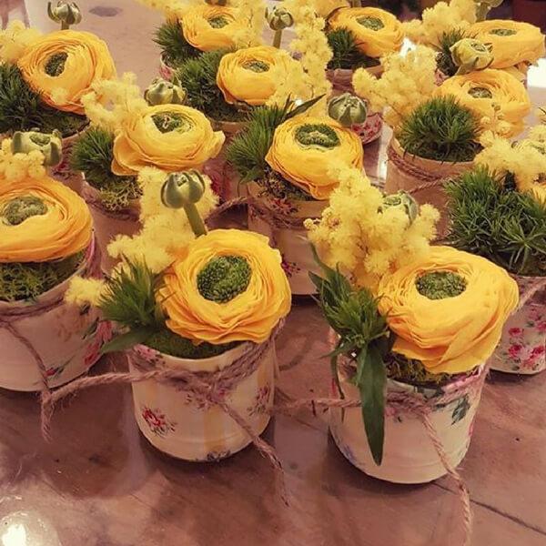 festa della donna: mimosa e ranuncolo clone