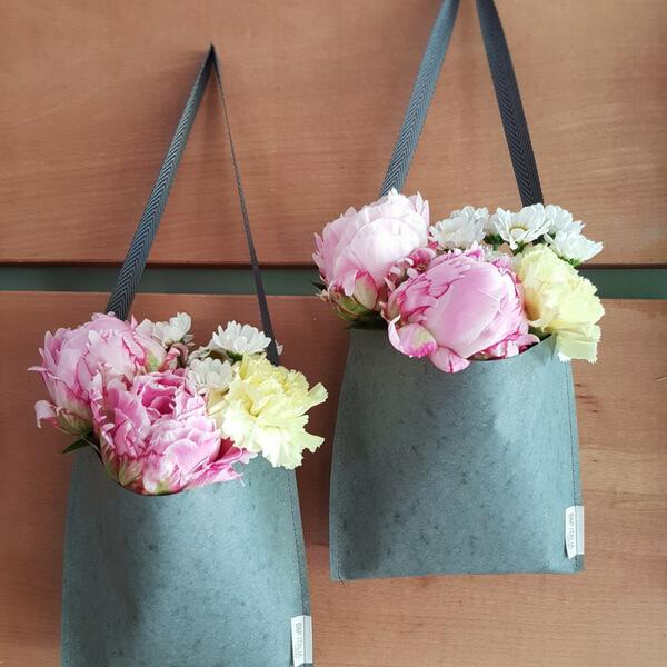 Borse di fiori: peonia, garofano e margherite