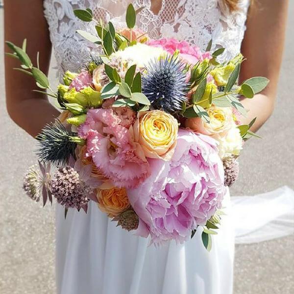 Bouquet sposa con ortensia, lisianthus ed eryngium